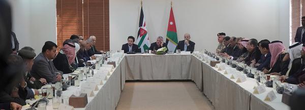 الملك يلتقي ممثلي المجتمع المحلي في محافظة العقبة