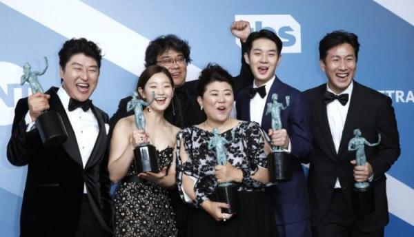 فيلم «ذا باراسايت» الكوري يفوز بجائزة نقابة ممثلي الشاشة