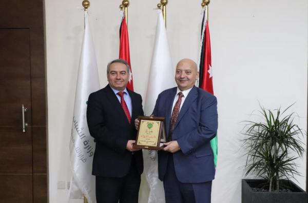 وزير الشباب يلتقي نادي حماده لبحث أوجه التعاون