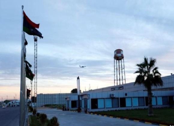 أنباء عن سقوط قذائف داخل ميناء طرابلس في ليبيا أطلقتها قوات المشير خليفة حفتر