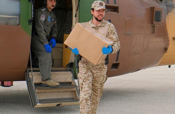 الاردن ولي العهد يشارك القوات المسلحة بتوزيع مساعدات عينية في إربد