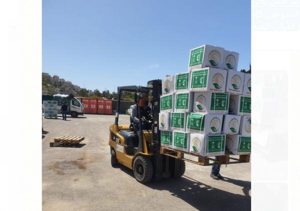 مركز الملك سلمان يواصل توزيع السلال الغذائية على الاسر ذات الاحتياج من الاردن ودول عربية
