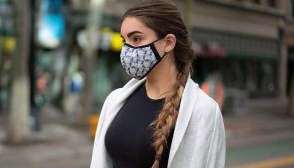 الحماية بلمسة من الأناقة.. مصممة أزياء صينية تصنع كمامات من الحرير
