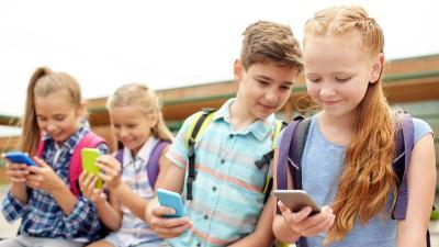 هل تؤثر الهواتف الذكية على ذكاء الأطفال؟
