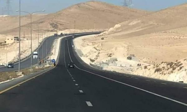 الاردن إلزام الشاحنات بالمسرب الأيمن على الصحراوي .. وطريق بديل لصهاريج النفط