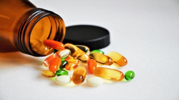 نقيب الصيادلة: تضاعف الطلب على فيتامين سي ودي والكميات متوفرة