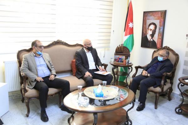 الطويسي يلتقي رئيس وأعضاء جمعية المؤرخين الأردنيين