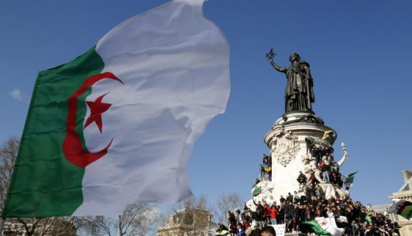 الجزائر تطالب فرنسا بالاعتراف بـ«جرائمها» الاستعمارية