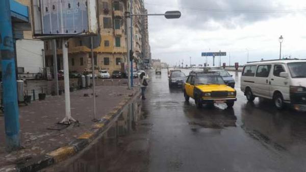 . الإسكندرية تعلن الطوارئ وتدفع بمعدات لسحب مياه الأمطار من الشوارع