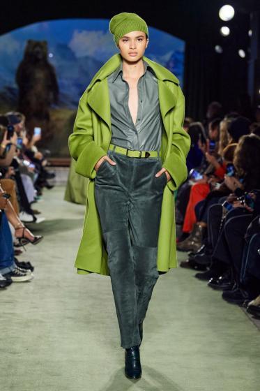الأخضر بطل أزياء شتاء 2021
