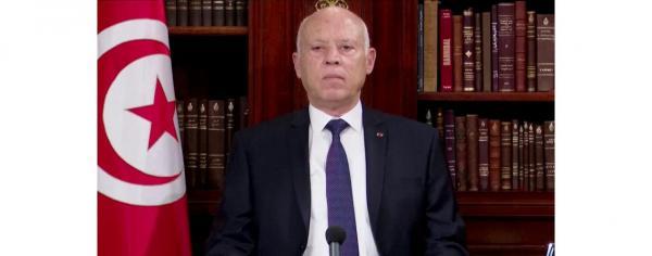 الرئيس التونسي يقيل رئيس الوزراء ويجمد سلطات البرلمان